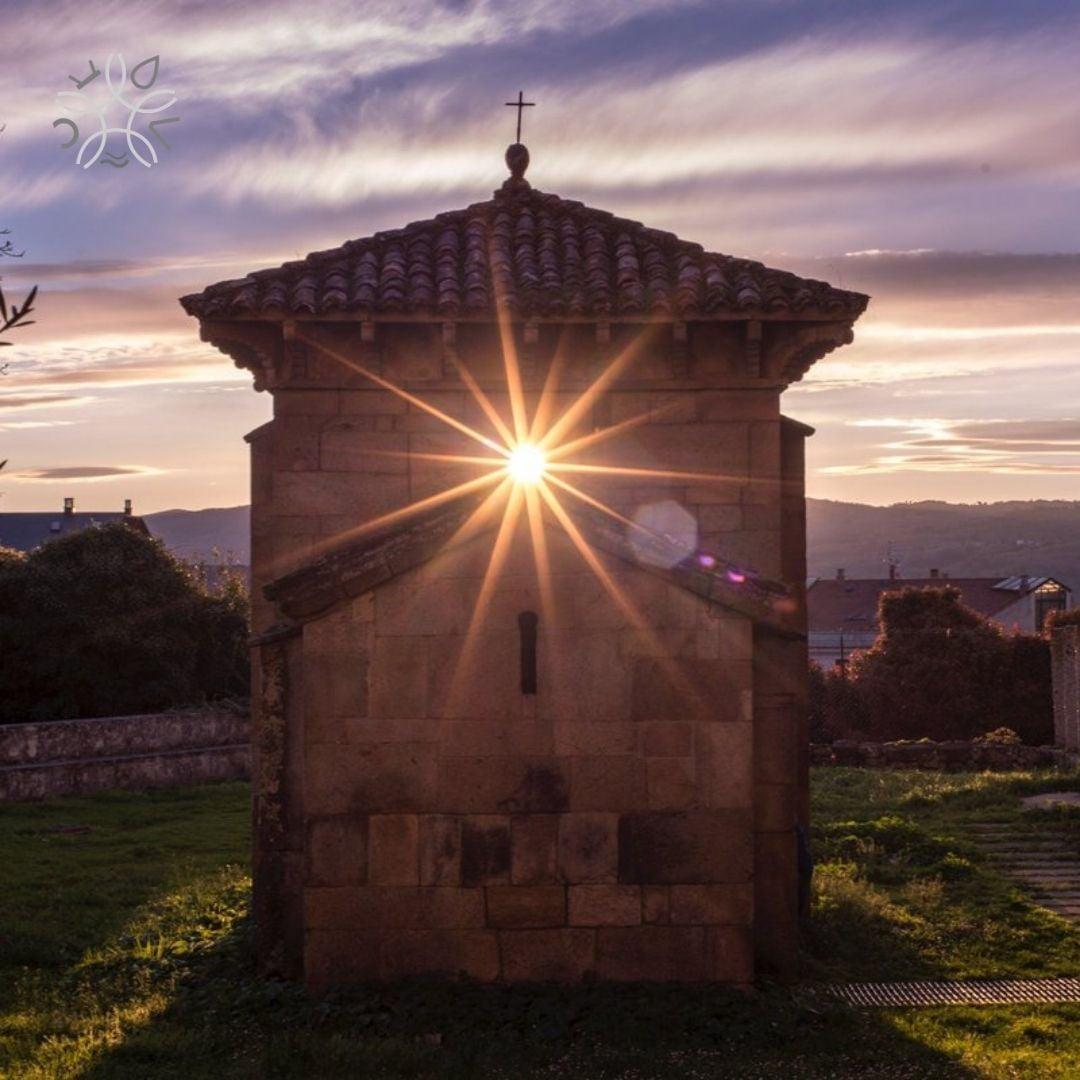 Capela de San Miguel - Equinocio